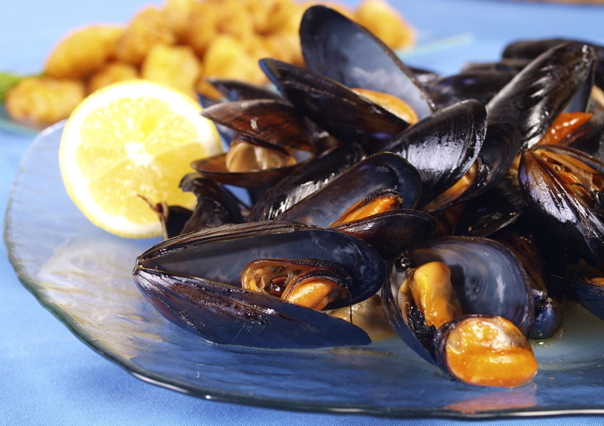 Steamed Mussels with Endive